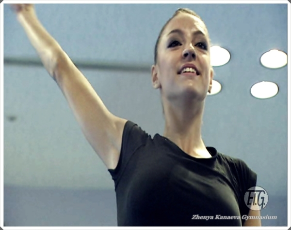Evgenia Kanaeva-training-WCH Mie 2009-screenshot FIG DVD Bonus-edit-Zoe