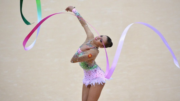 Evgenia Kanaeva-Ribbon-Qualification-London 2012-Sergei Ilnitsky