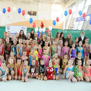 Zhenya in the opening ceremony of tournament doll in the competition Crystal beads-22Oct2012-01