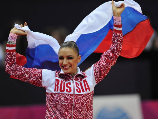Evgenia Kanaeva-Award Ceremony-AA Final-London 2012-from Bosco Sport