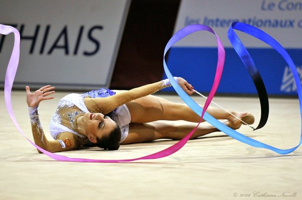 Evgenia Kanaeva-Ribbon-GP Thiais 2012-by Catherine Nuville-01
